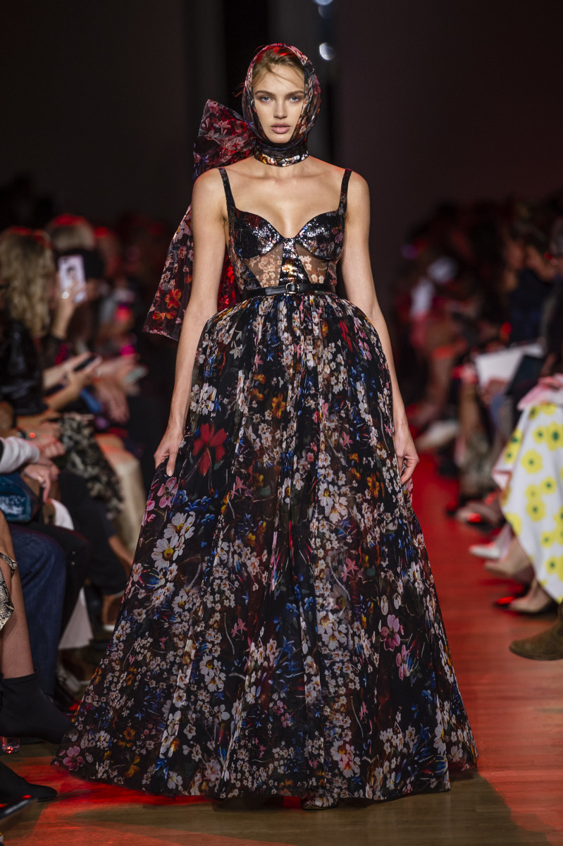 A Look From Elie Saab S Spring 2019 Collection Photo Imaxtree