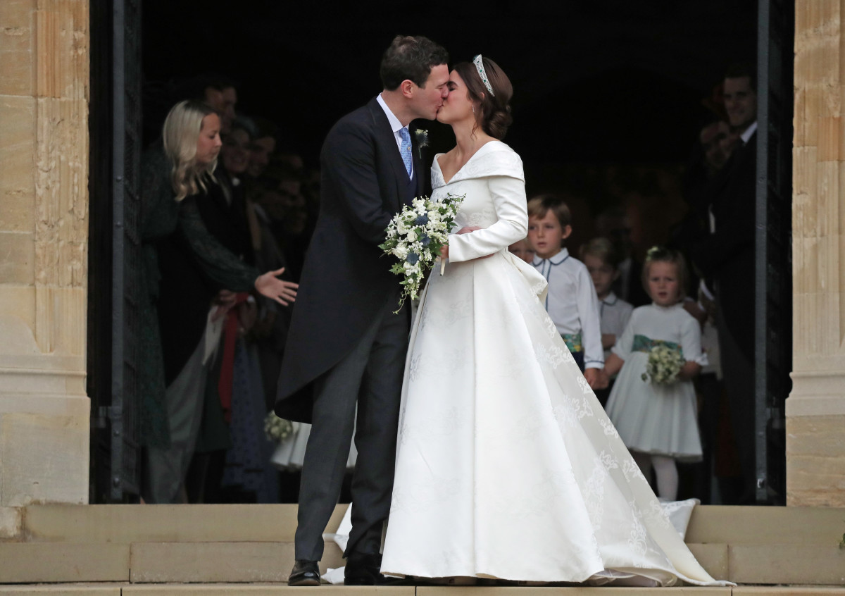 Eugenie Wedding Dress.Princess Eugenie Royal Wedding Dress Designer Photos Fashionista