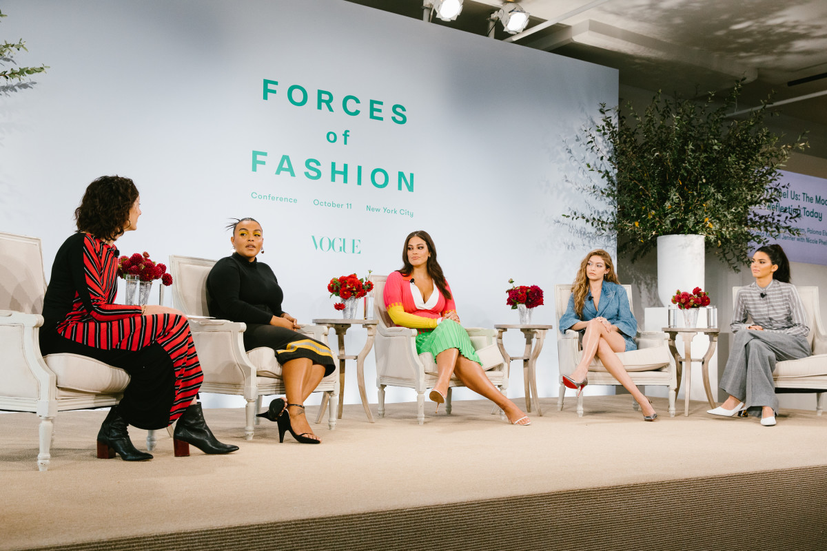 """Vogue"" Runway Director Nicole Phelps with Paloma Elsesser, Ashley Graham, Gigi Hadid and Kendall Jenner. Photo: Corey Tenold for Vogue.com"