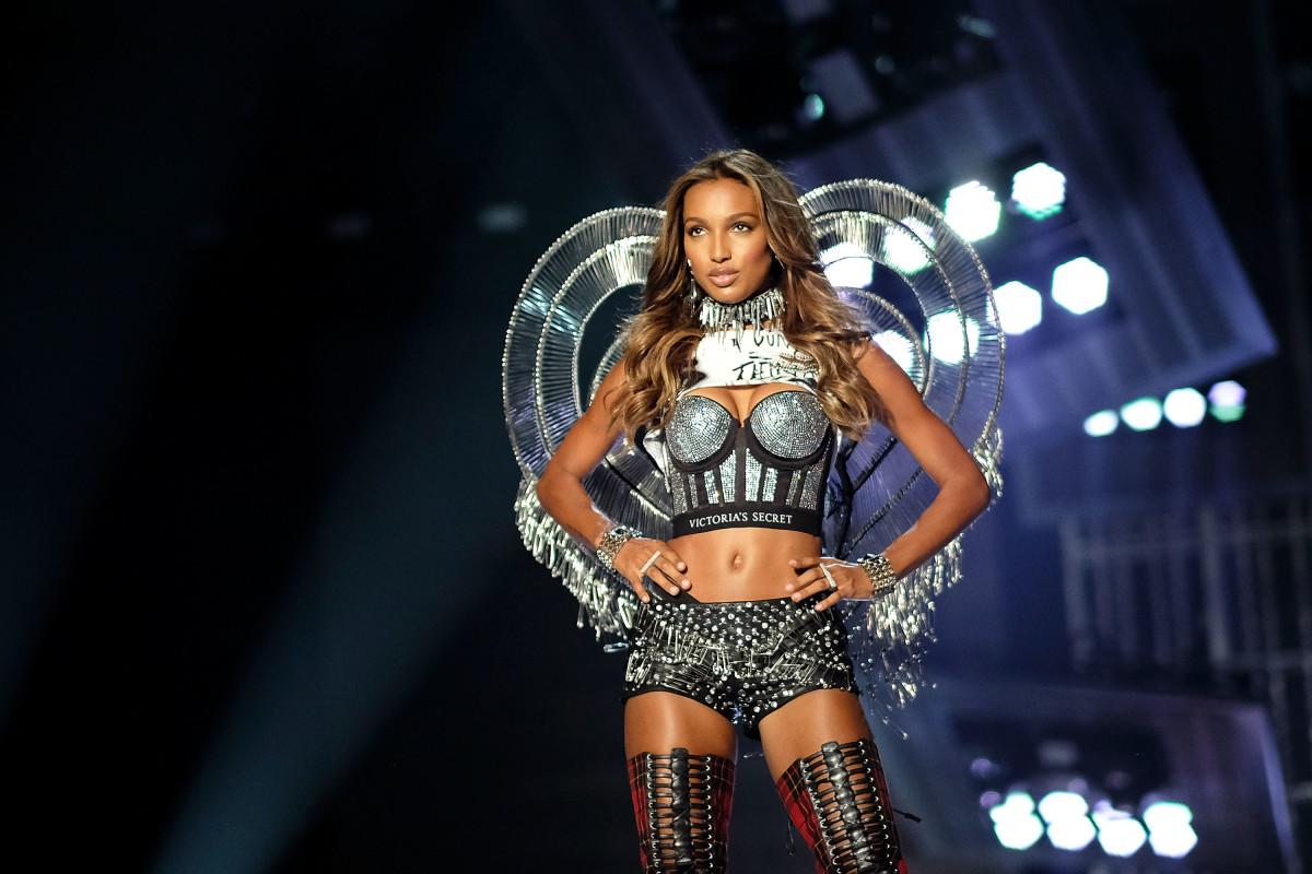 Jasmine Tookes on the Victoria's Secret 2017 runway. Photo: Matt Winkelmeyer/Getty Images for Victoria's Secret