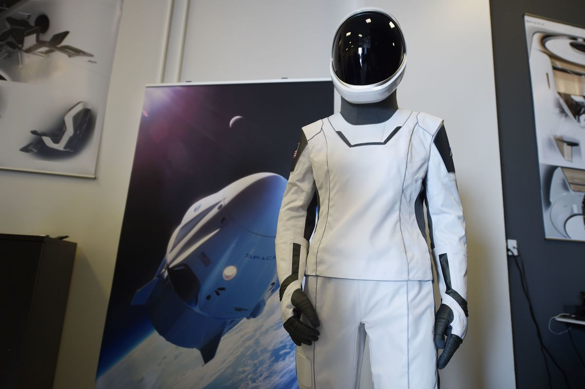 The SpaceX spacesuit to be worn by NASA astronauts that will travel to the International Space Station. Photo: Robyn Beck/AFP/Getty Images