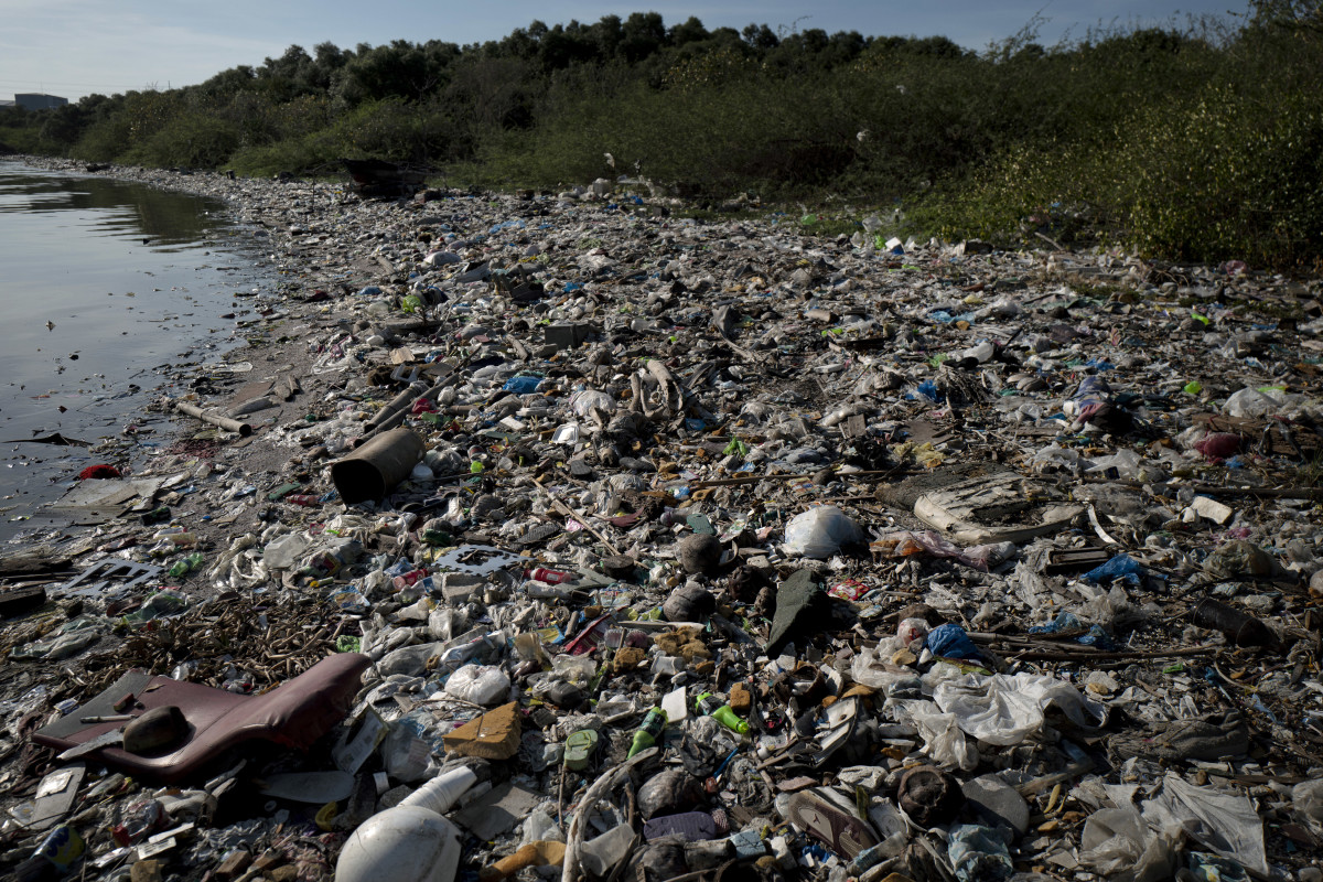 Plastic wastes fills a beach in Manila, Philippines. The Philippines ranks third on the list of the world's top-five plastic marine polluters, after China and Indonesia. Photo: Jes Aznar/Getty Images