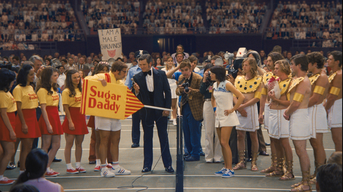 Bobby Riggs, outfitted in a '70s version of spon con, faces off against Billie Jean King in Ted Tinling couture and blue suede Adidas. Photo: Melinda Sue Gordon. © 2017 Twentieth Century Fox Film Corporation All Rights Reserved
