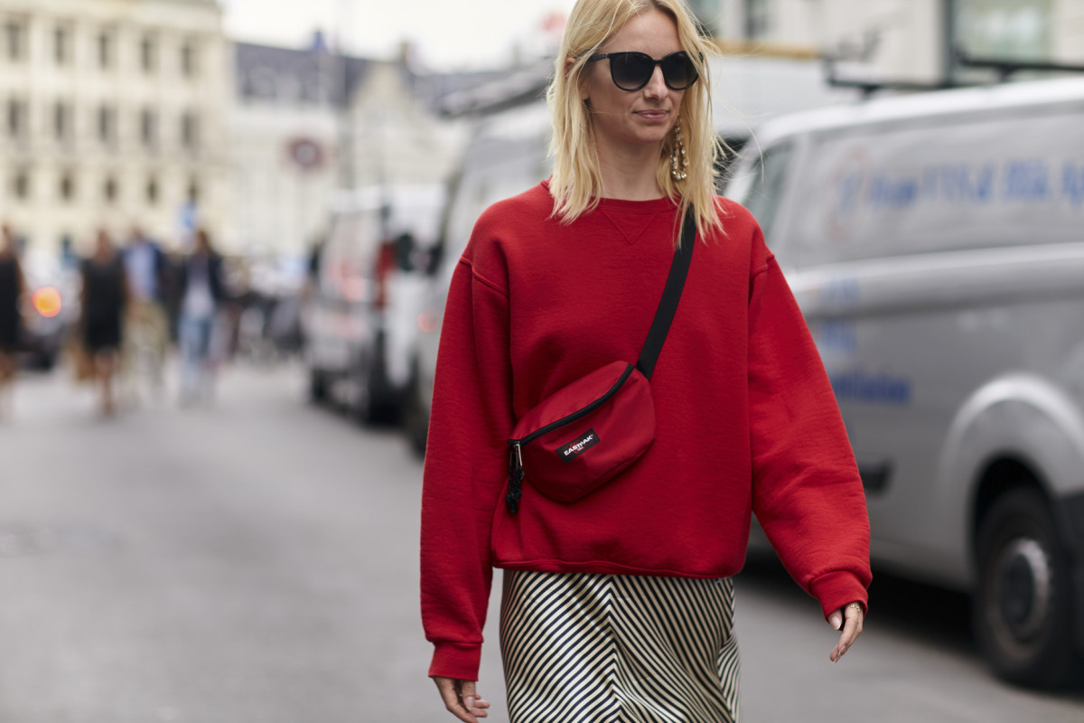 Fashion Editors Take On the Designer Fanny Pack Trend - Fashionista 9df2d00845673