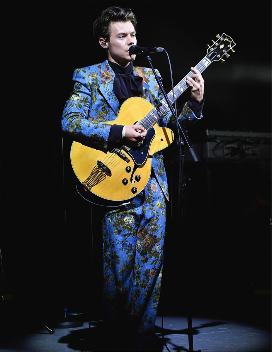 Harry Styles in a custom Gucci floral printed suit and silk shirt at The Greek Theatre in Los Angeles. Photo: @gucci/Instagram