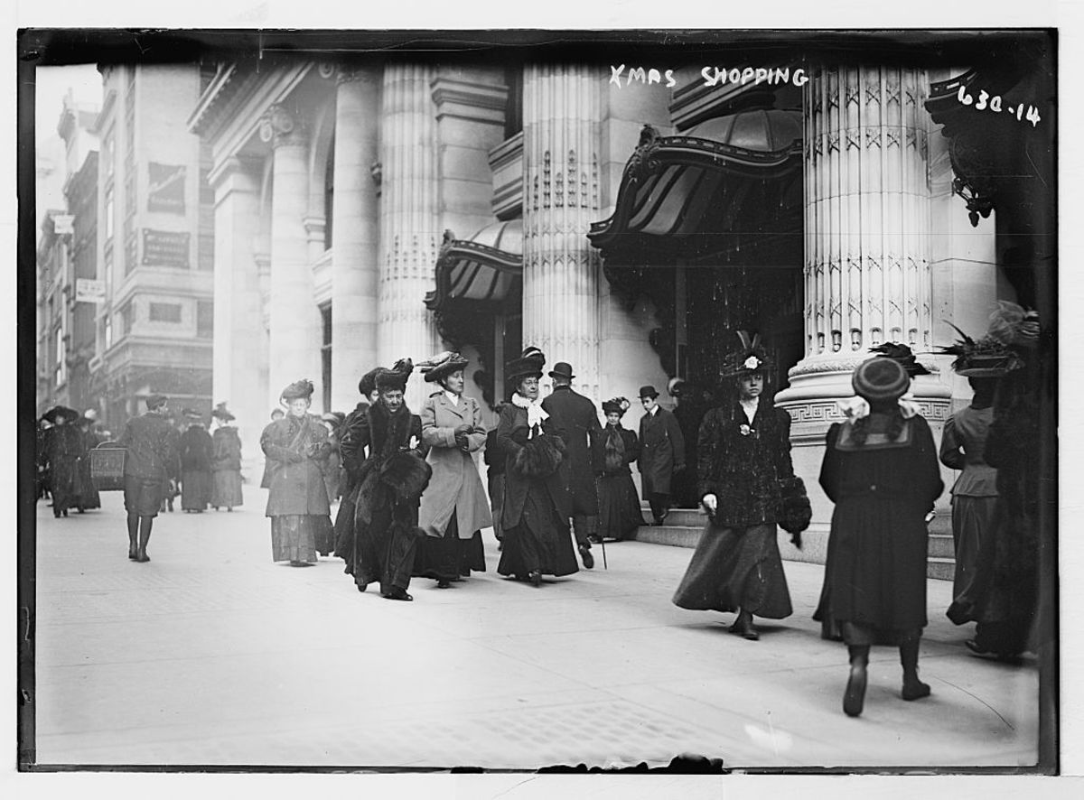 Christmas shopping in New York at the turn of the century. Photo: Library of Congress