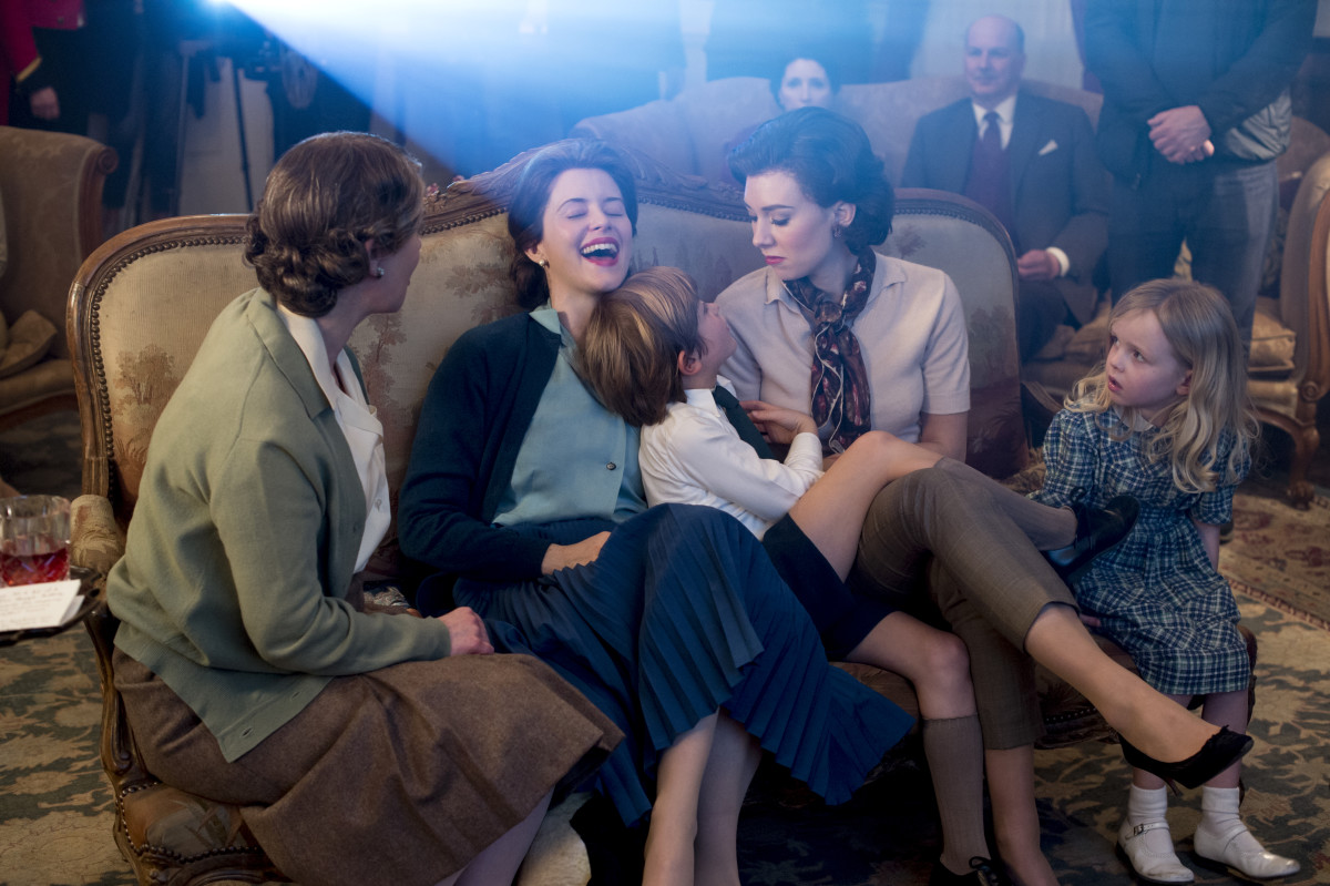 Queen Mother (Victoria Hamilton), Queen Elizabeth, Princess Margaret and the kids enjoy movie night at home in the palace in episode three. Photo: Alex Bailey/Netflix