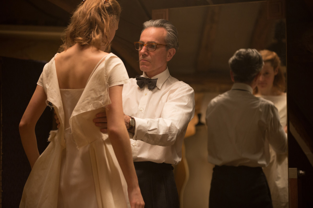 Alma (Vicky Krieps) during a fitting with Reynolds Woodcock (Daniel Day Lewis). Photo: Focus Features