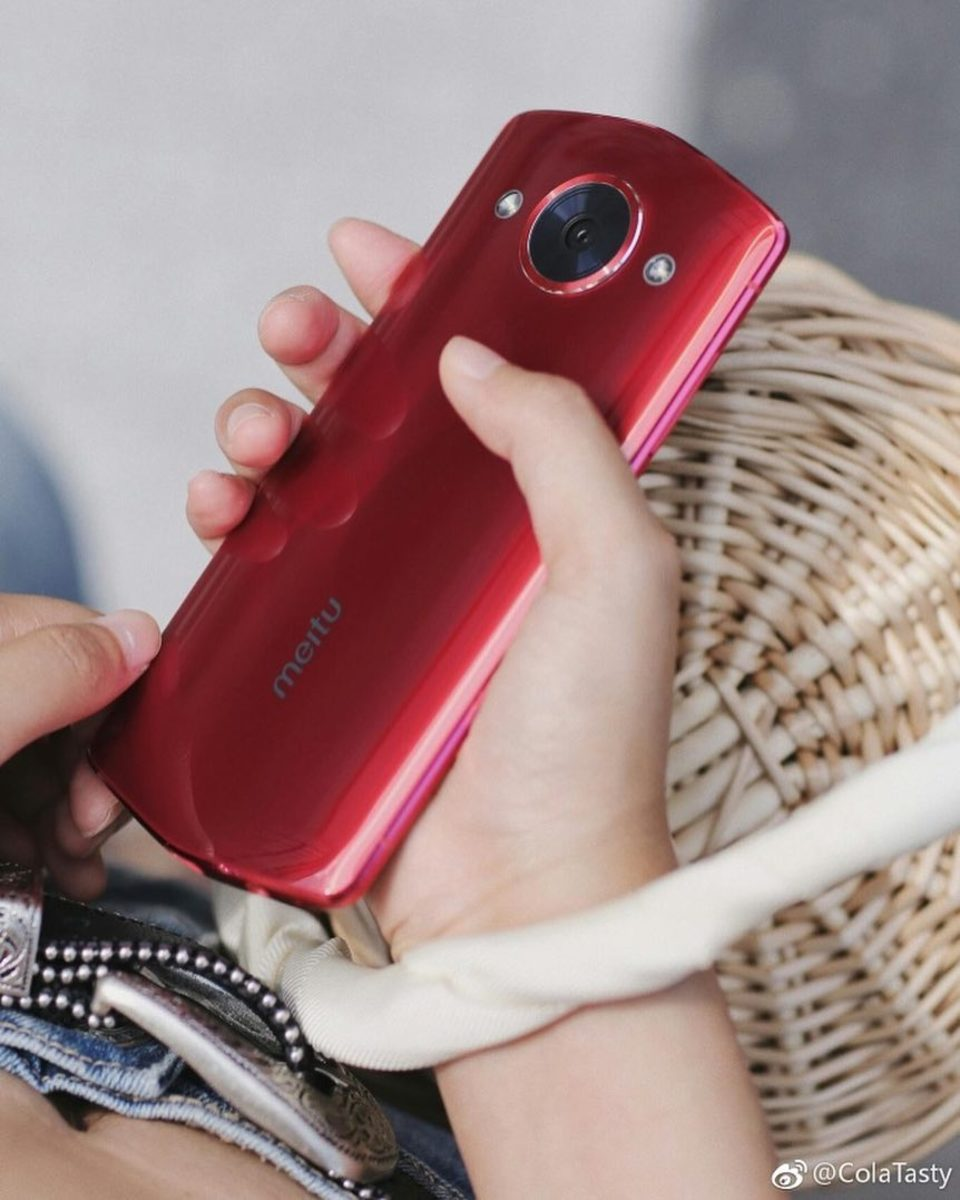A Meitu phone. Photo: @meitumobile/Instagram