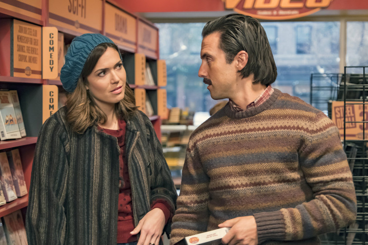 Rebecca (Mandy Moore) and Jack (Milo Ventimiglia) enjoy a pre-Netflix, VHS movie rental moment on 'This Is Us.' Photo: Ron Batzdorff/NBC