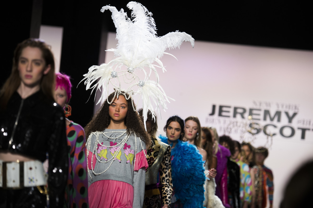 Looks that most editors did not see from Jeremy Scott's Fall 2017 presentation (shitshow). Photo: Imaxtree