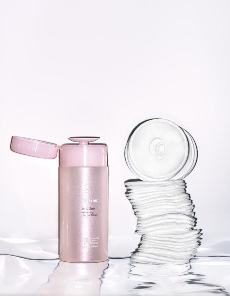 Glossier Solution Exfoliating Skin Perfector. Photo: Courtesy of Glossier