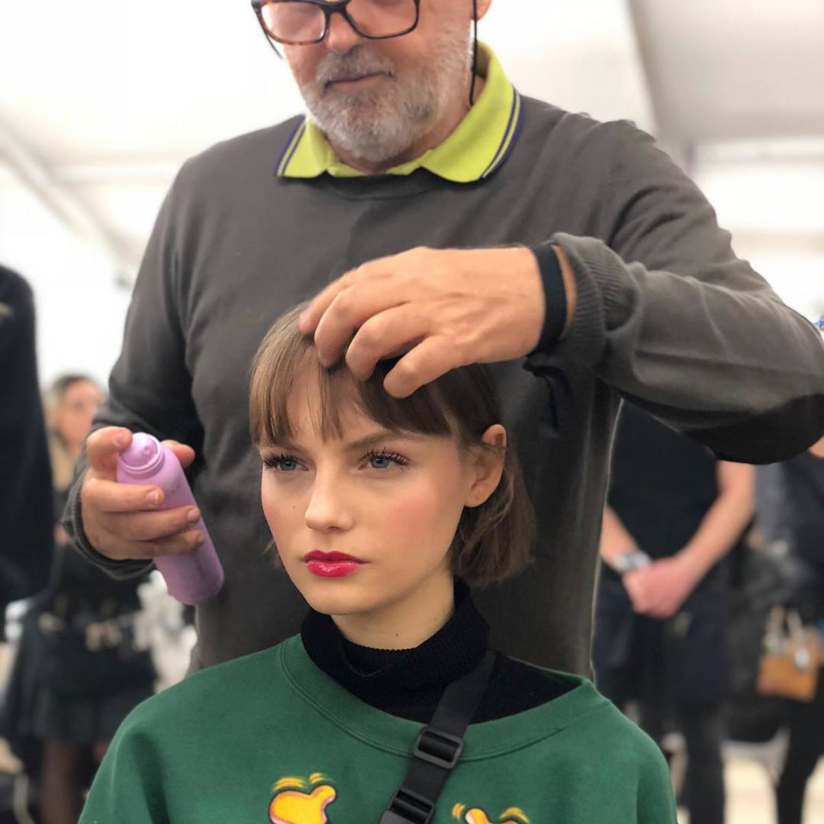 Sam McKnight styling Francesca Summers' hair backstage. Photo: @hairbysammcknight/Instagram