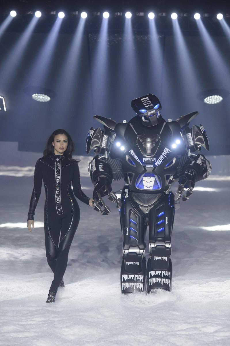 Irina Shayk with her robot mans at Philipp Plein's Fall 2018 show. Photo: Imaxtree