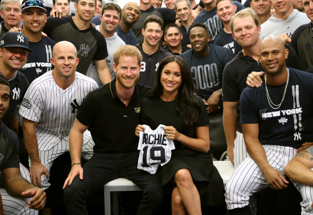 Prince Harry, Duke of Sussex and Meghan, Duchess of Sussex with the New York Yankees ahead of their match against the Boston Red Sox at the London Stadium. Photo: Chris Jackson/Invictus Games Foundation/ Getty Images