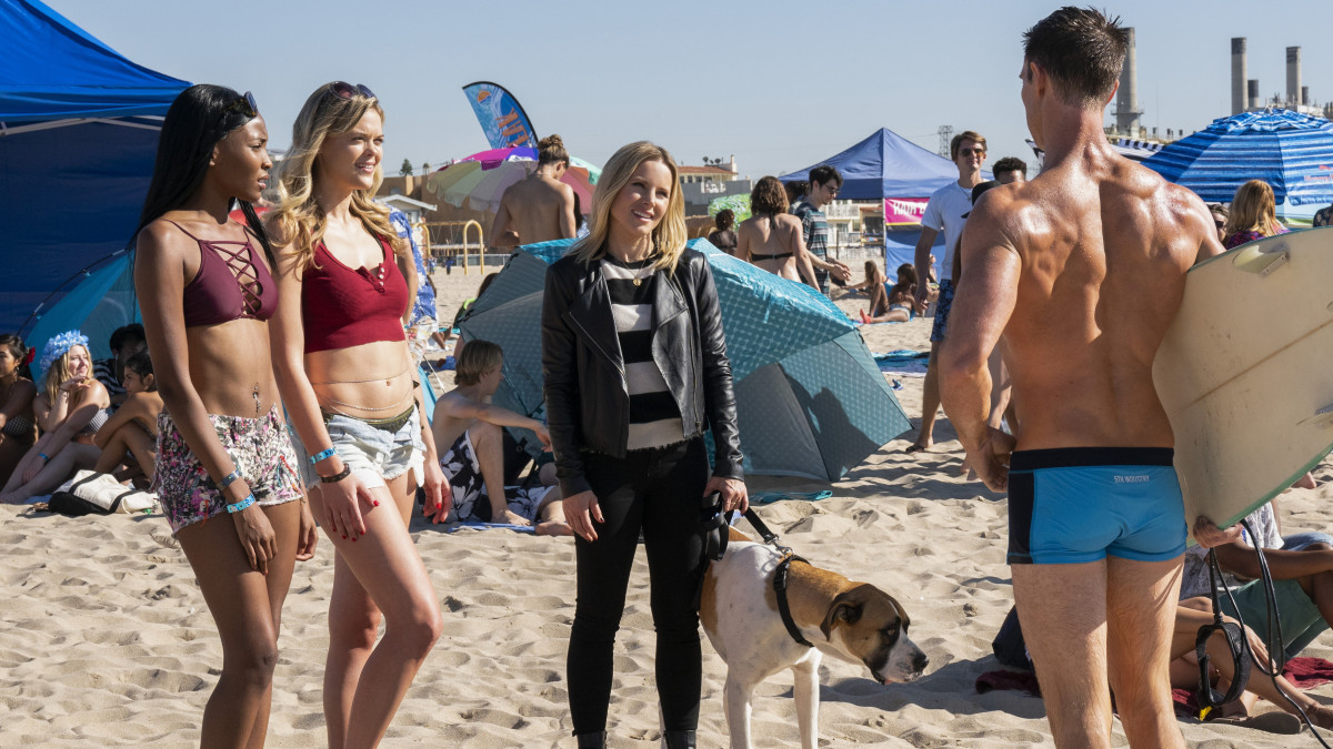 Veronica Mars (Kristen Bell, center) in her Veda moto, perfect for the beach, and Logan Echolls (Jason Dohring, right). Photo: Photo: Michael Desmond/Courtesy of Hulu