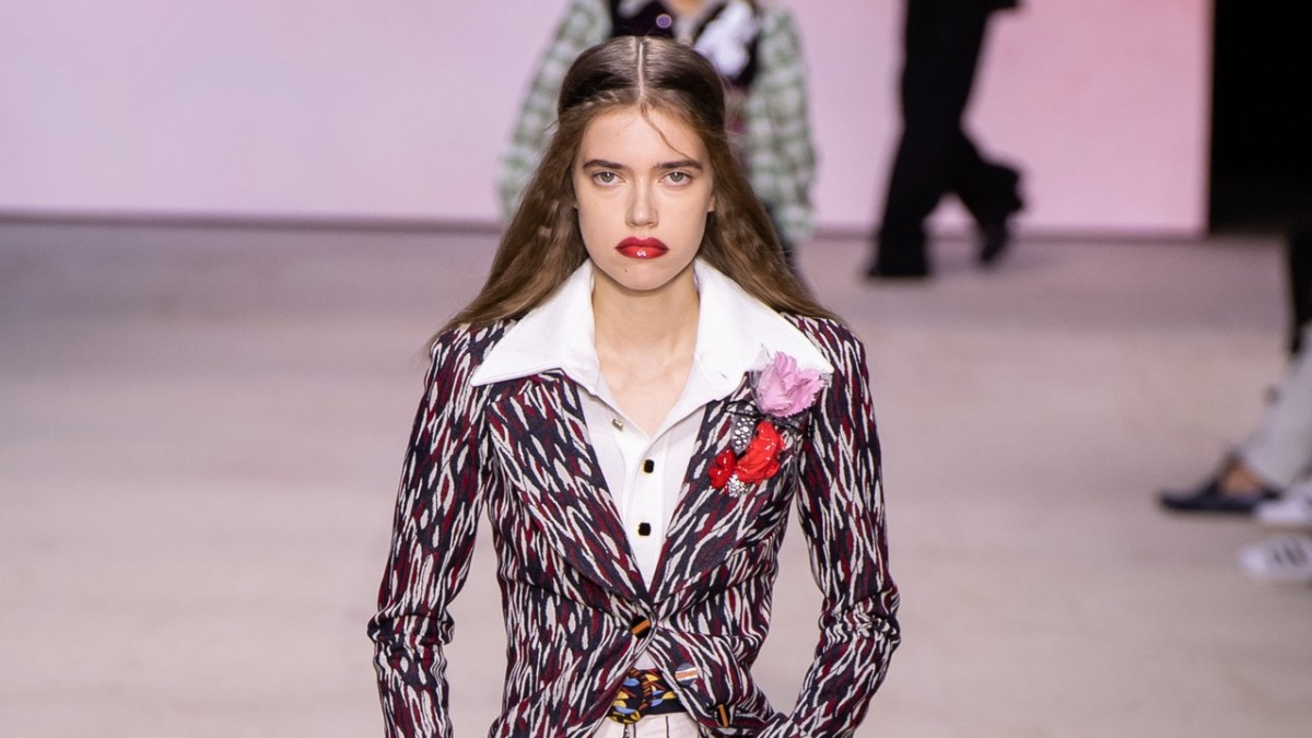 Louis Vuitton Fashion Show 2020.Nicolas Ghesquiere Earns A Standing Ovation For Louis