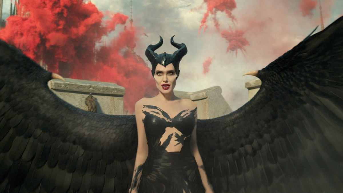 The Maleficent Sequel S Battle Costumes Include Angelina