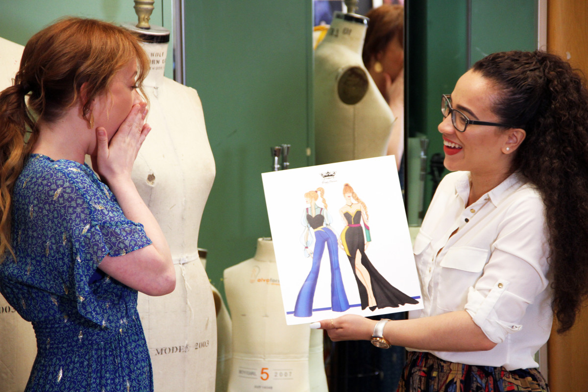 Patti Murin, who portrayed Anna in the original Broadway cast of 'Frozen,' reacts toFIT fashion design studentYelayny Placencia's Anna-inspired sketches.