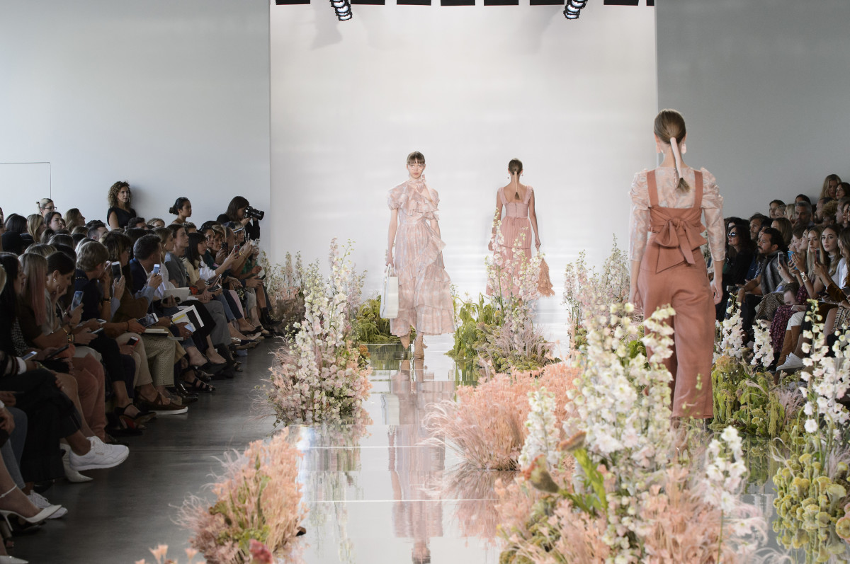 Ulla Johnson had floral arrangements featuring pampas grass bySaipua on its Spring 2018 runway.
