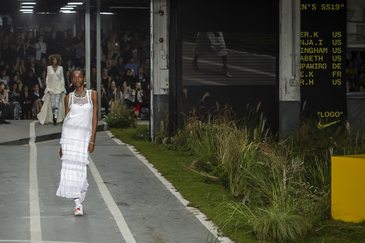 ModelImari Karanjawalking in Off-White's Spring 2019 track-and-field-themed runway show during Paris Fashion Week. Photo: Imaxtree