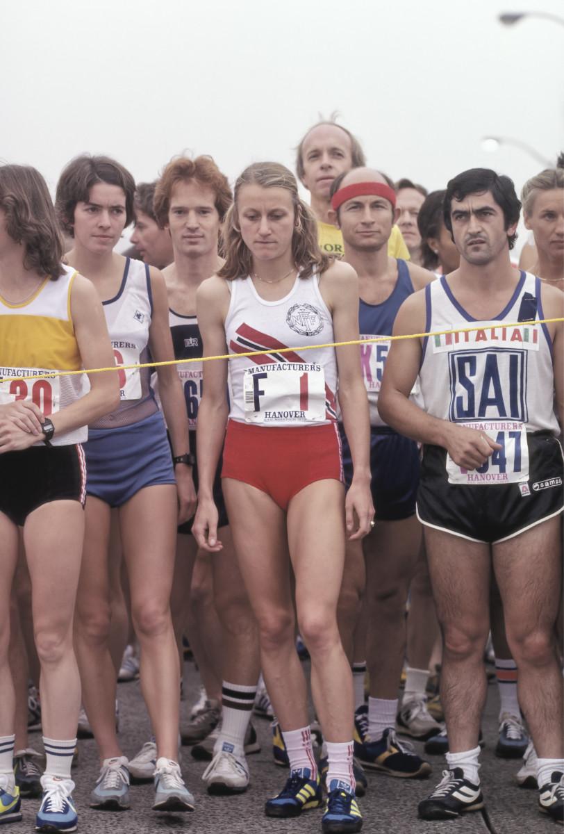 Nine-time New York City Marathon-winnter Grete Waitz (#F1) of Norway stands at the starting line on the Verrazzano Bridge of the 1979 New York City Marathon. Photo: David Madison/Getty Images