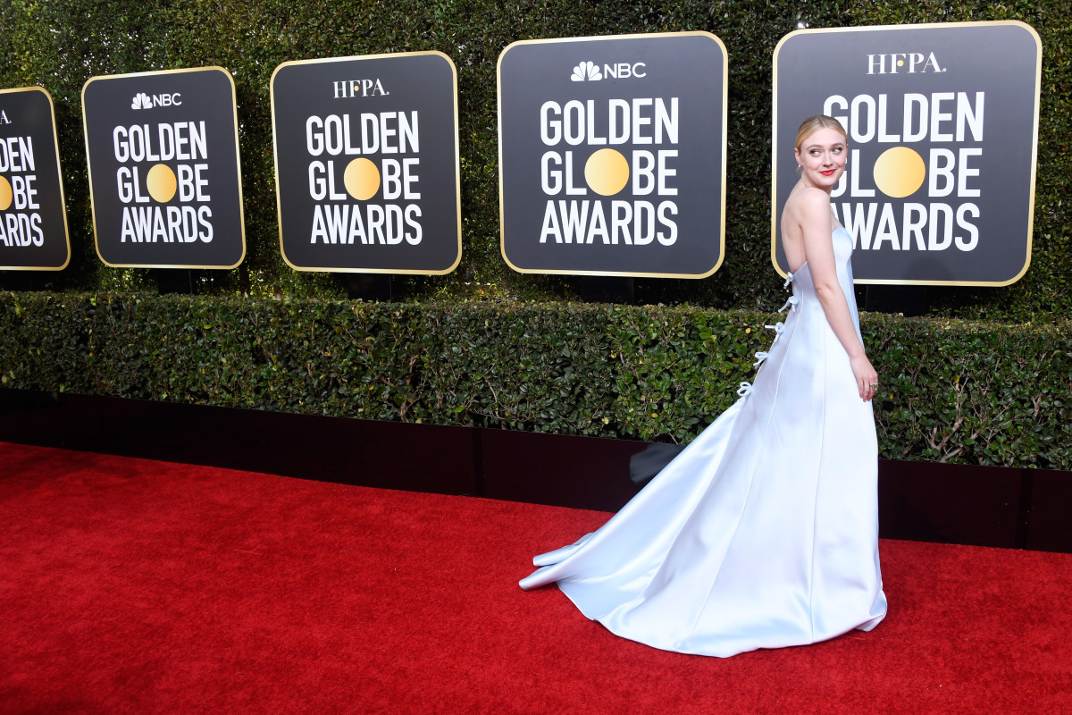 A plethora of bows on Dakota Fanning at the 2019 Golden Globes awards. Photo: Frazer Harrison/Getty Images