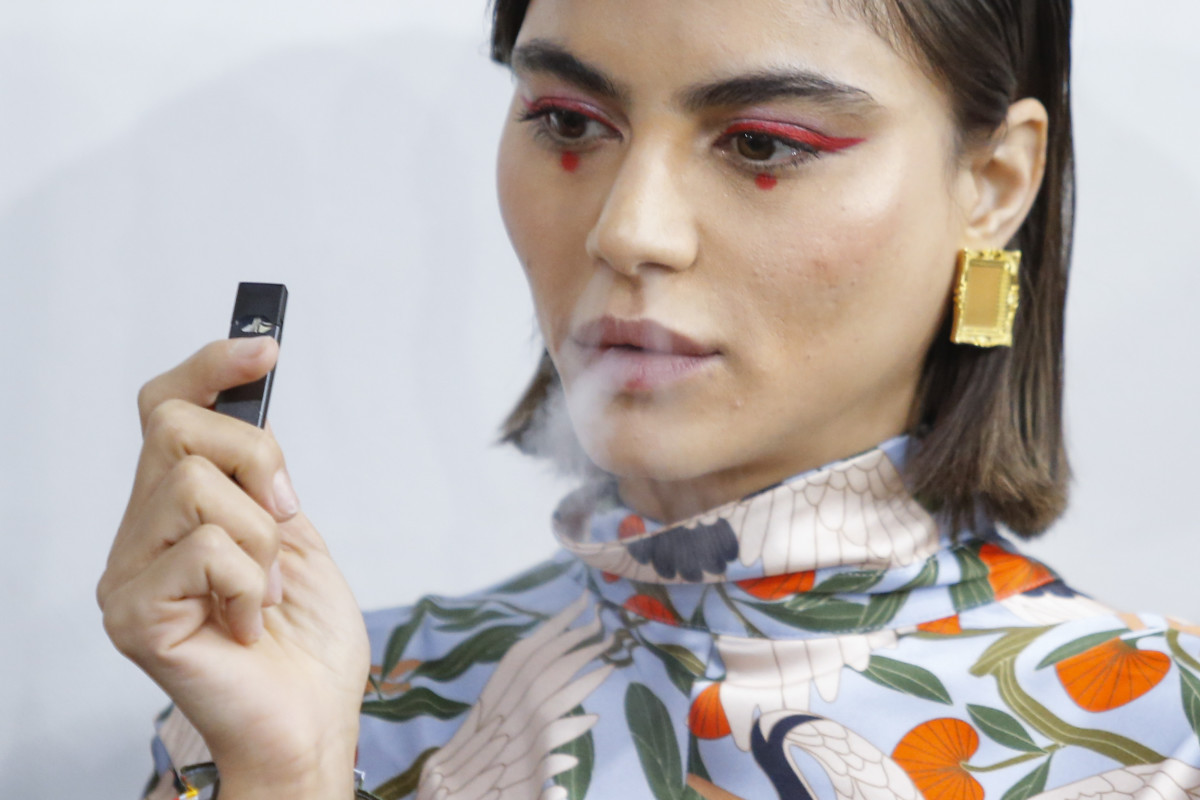 A model and her Juul at Snow Xue Gao Spring 2018 show during New York Fashion Week. Photo: Eduardo Munoz Alvarez/AFP/Getty Images