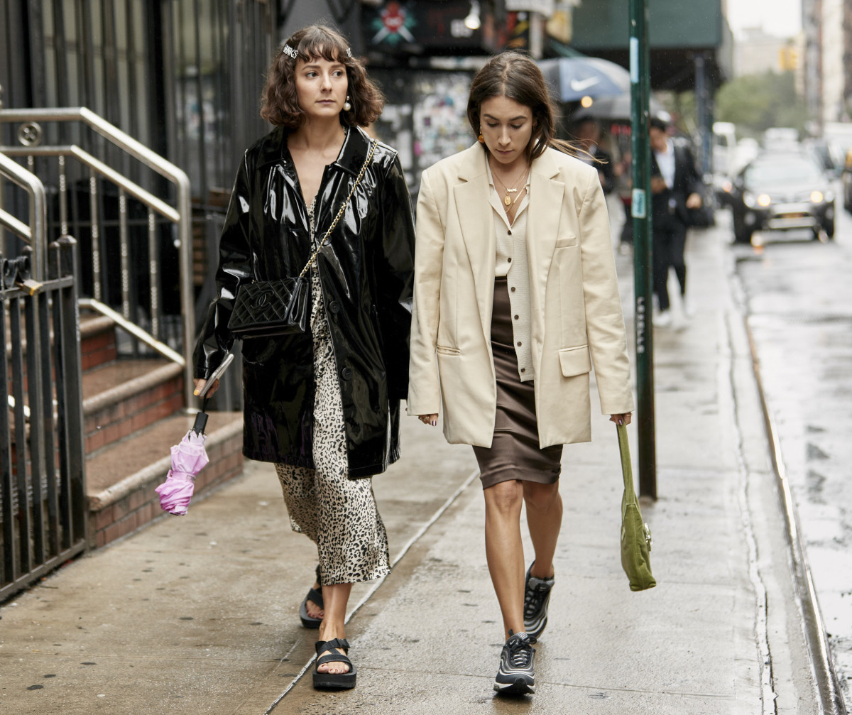 Alyssa Coscarelli (left) and Lauren Caruso (right) at New York Fashion Week. Photo: Imaxtree