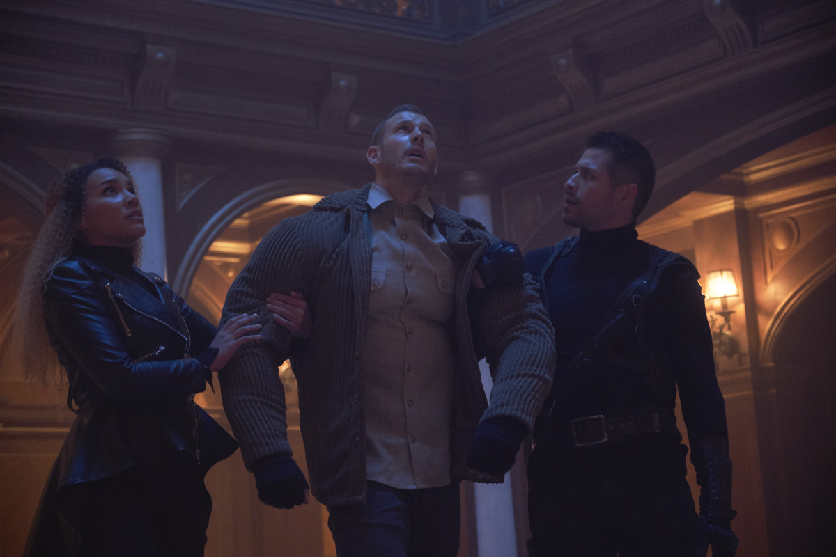 (L-R)Allison ( (Emmy Raver-Lampman), Luther (Tom Hopper) and Diego (David Casteñeda). Photo: Christos Kalohoridis/Netflix