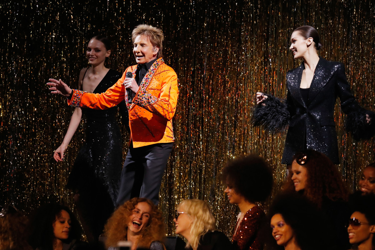 Fran Summers, Barry Manilow and Bella Hadid perform onstage during the Michael Kors Collection Fall 2019 Runway Show. Photo: JP Yim/Getty Images for Michael Kors