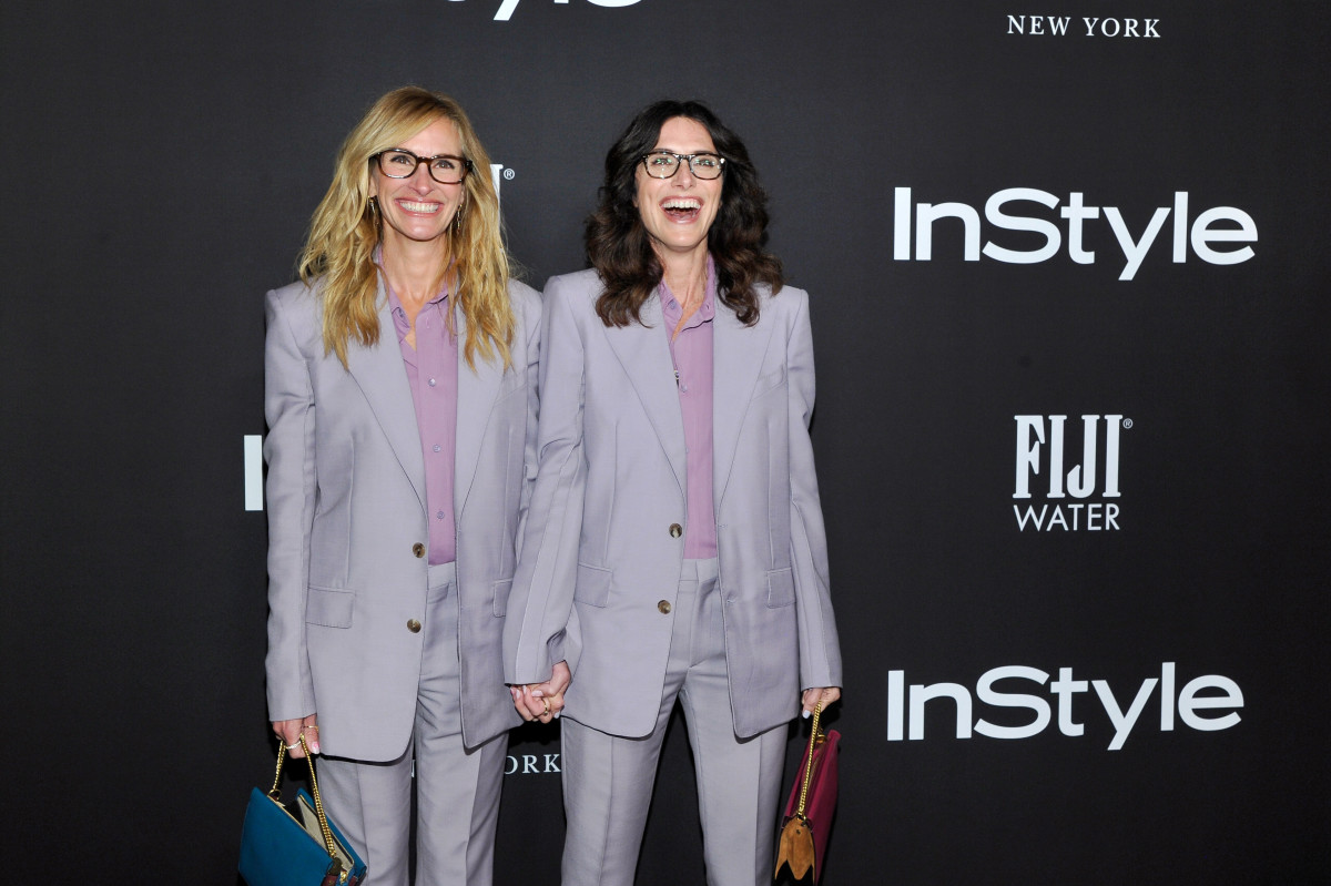 Julia Roberts and Elizabeth Stewart at the InStyle Awards. Photo: John Sciulli/Getty Images for FIJI Water