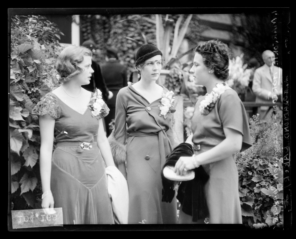 """An image on display at Chicago History Museum's new exhibition, """"Silver Screen to Mainstream: American Fashion in the 1930s and '40s."""" Photo:Courtesy of the Chicago History Museum"""