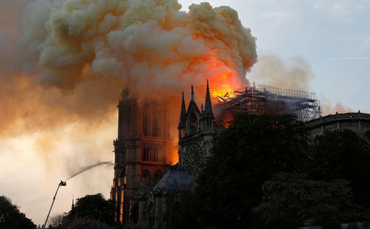 Notre Dame on fire. Photo: Geoffroy Van Der Hasselt/AFP/Getty Images