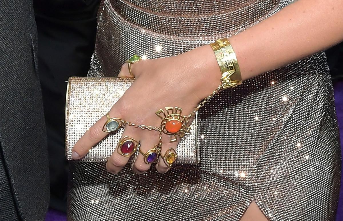 Scarlett Johansson's jewelry. Photo: Amy Sussman/Getty Images)