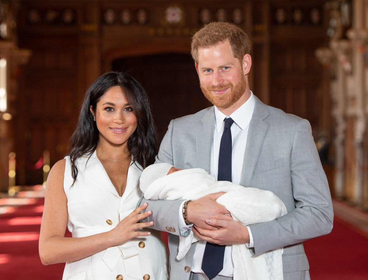 Meghan, Duchess of Sussex, in Wales Bonner, and Prince Harry, Duke of Sussex, with their newborn son in St George's Hall at Windsor Castle. Photo by Dominic Lipinski - WPA Pool/Getty Images