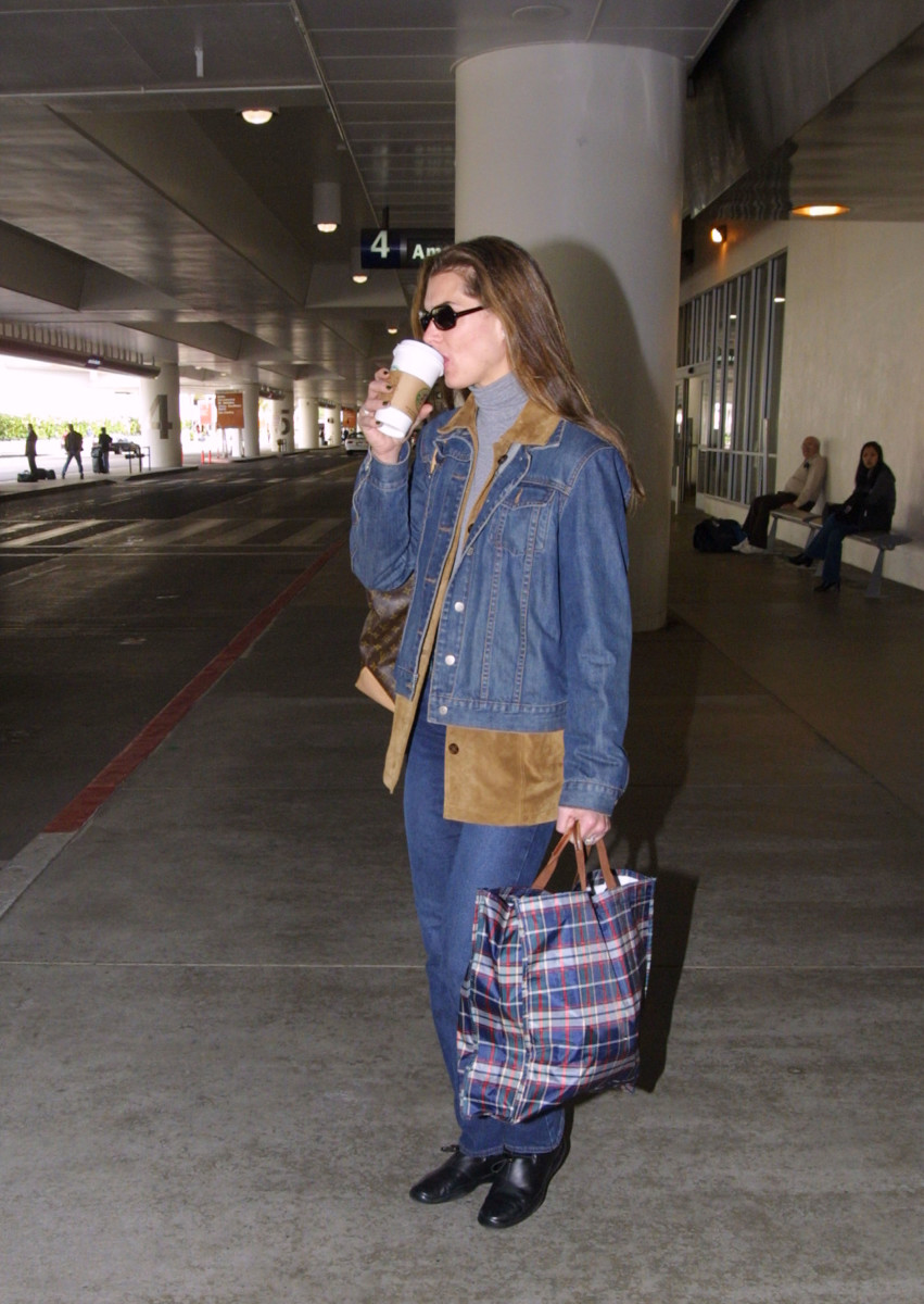 Brooke Shields at Los Angeles International Airport in 2001.