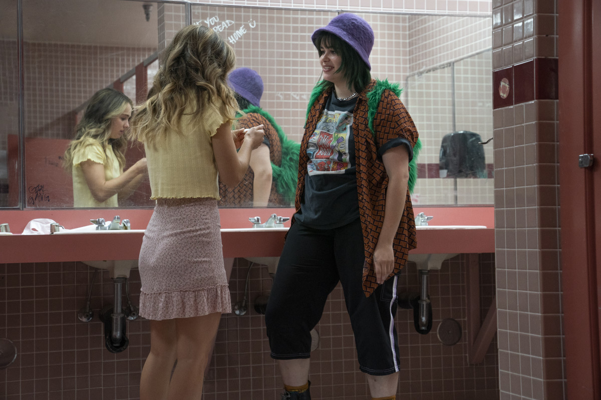 Veronica (Haley Lu Richardson) and Bailey (Barbie Ferreira) discuss a test.