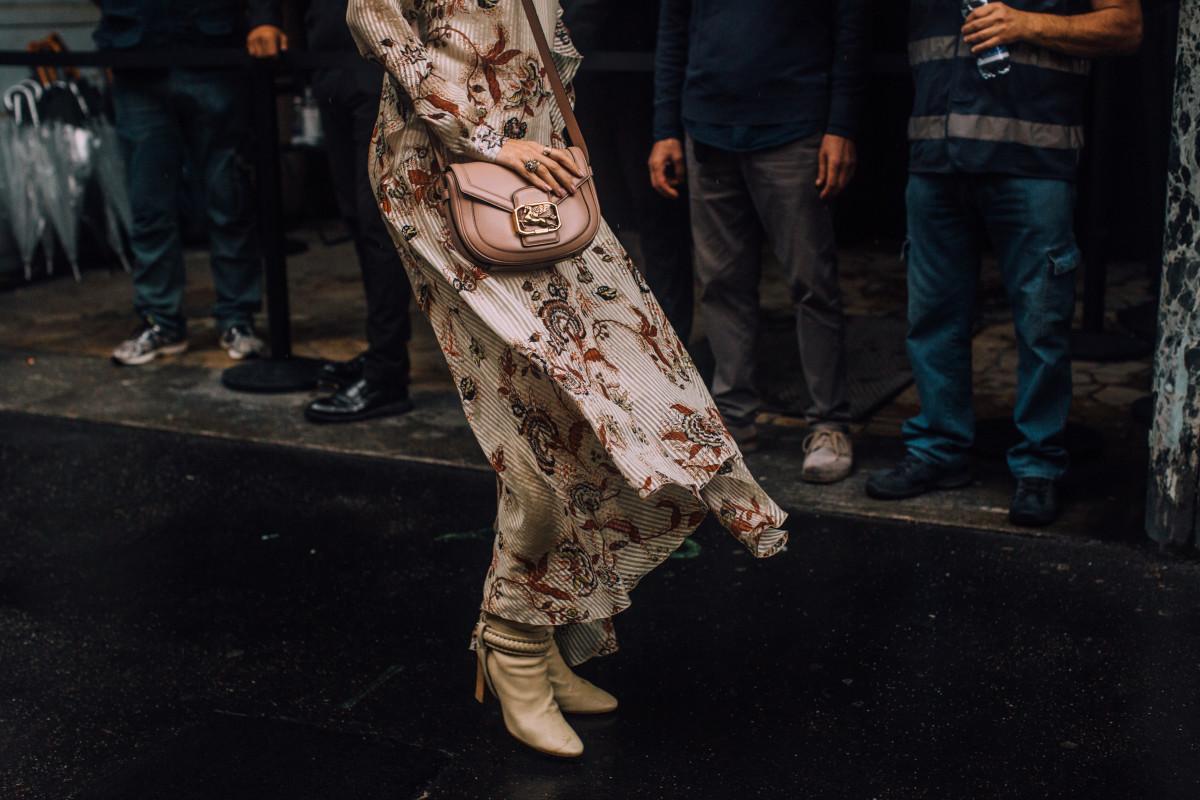 shop-online-sales-fall-dress
