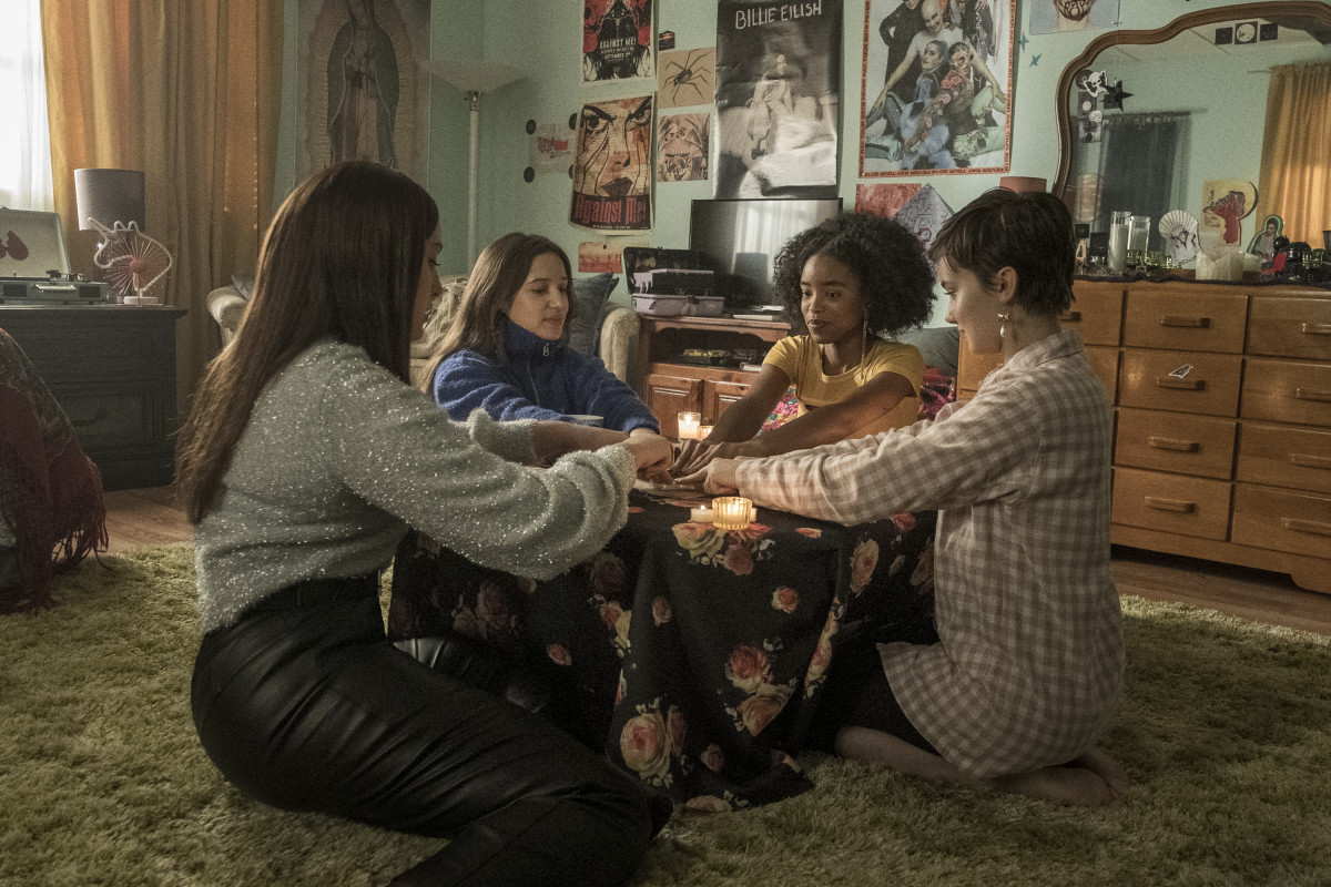 Lourdes (Zoey Luna), Frankie (Gideon Adlon), Tabby (Lovie Simone) and Lily (Cailee Spaeny) try out the Ouija board.