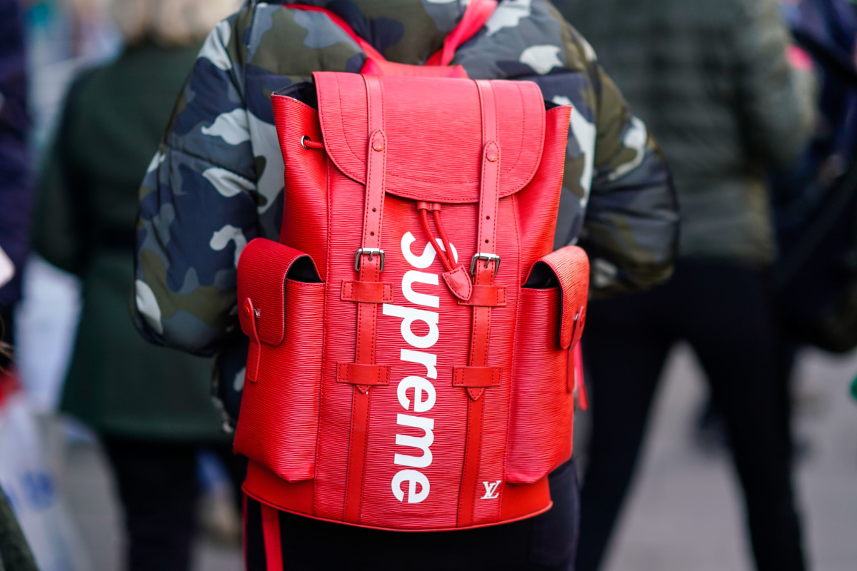 Supreme Backpack Street Style - LFW February 2018