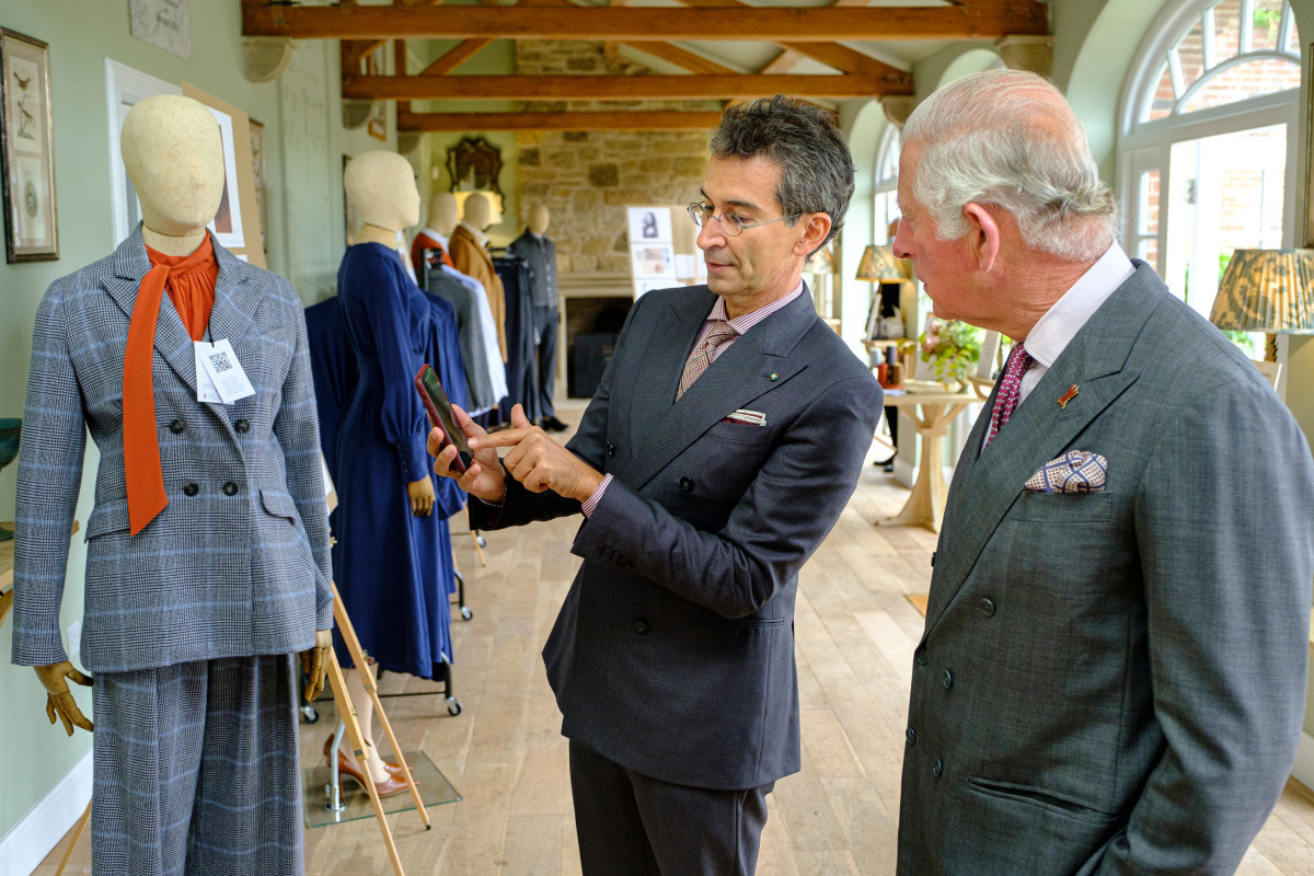 YOOX NET-A-PORTER Group Chairman and CEO Federico Marchetti demonstrates Digital ID to HRH The Prince of Wales September 2020 - copyright Mike Wilkinson