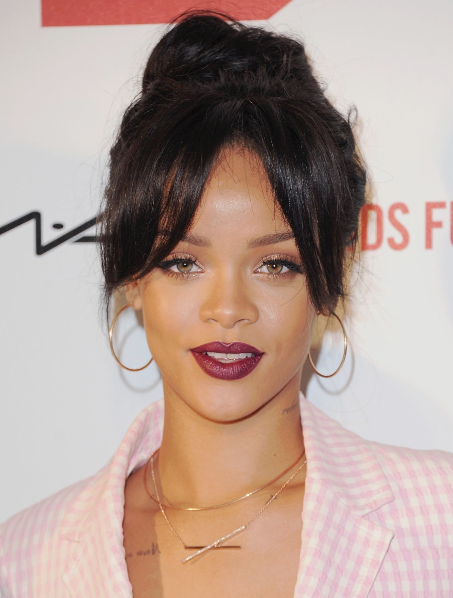 rihanna-curtain-bangs