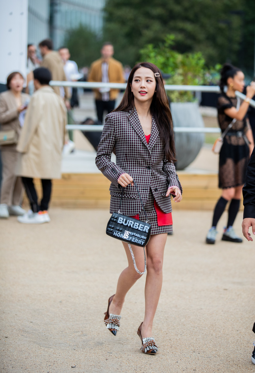 Jisoo, who serves as a Brand Ambassador for Dior, attends Burberry's Spring 2020 runway show at London Fashion Week.