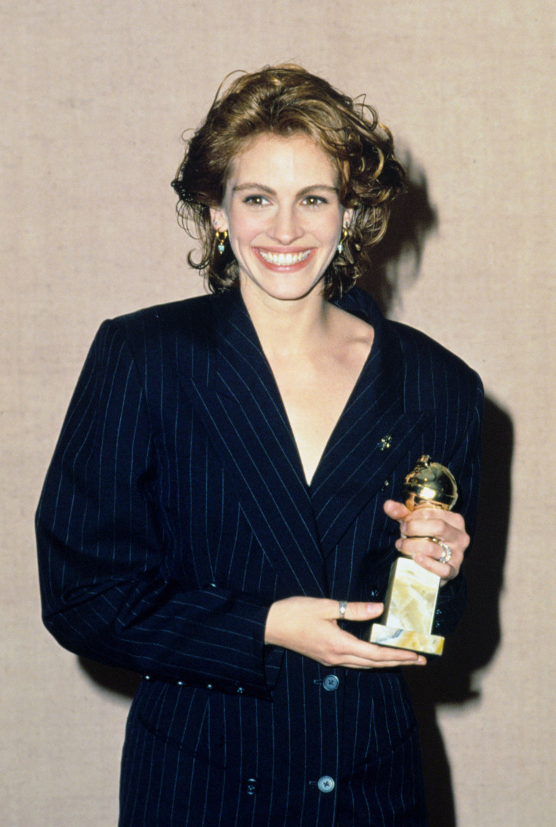 julia roberts 1991 golden globes suit 2