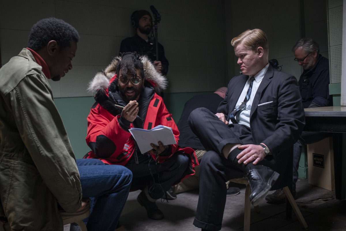Shaka King (center) directs Stanfield as Bill O'Neal and Jesse Plemons as FBI Agent Roy Mitchell (right).