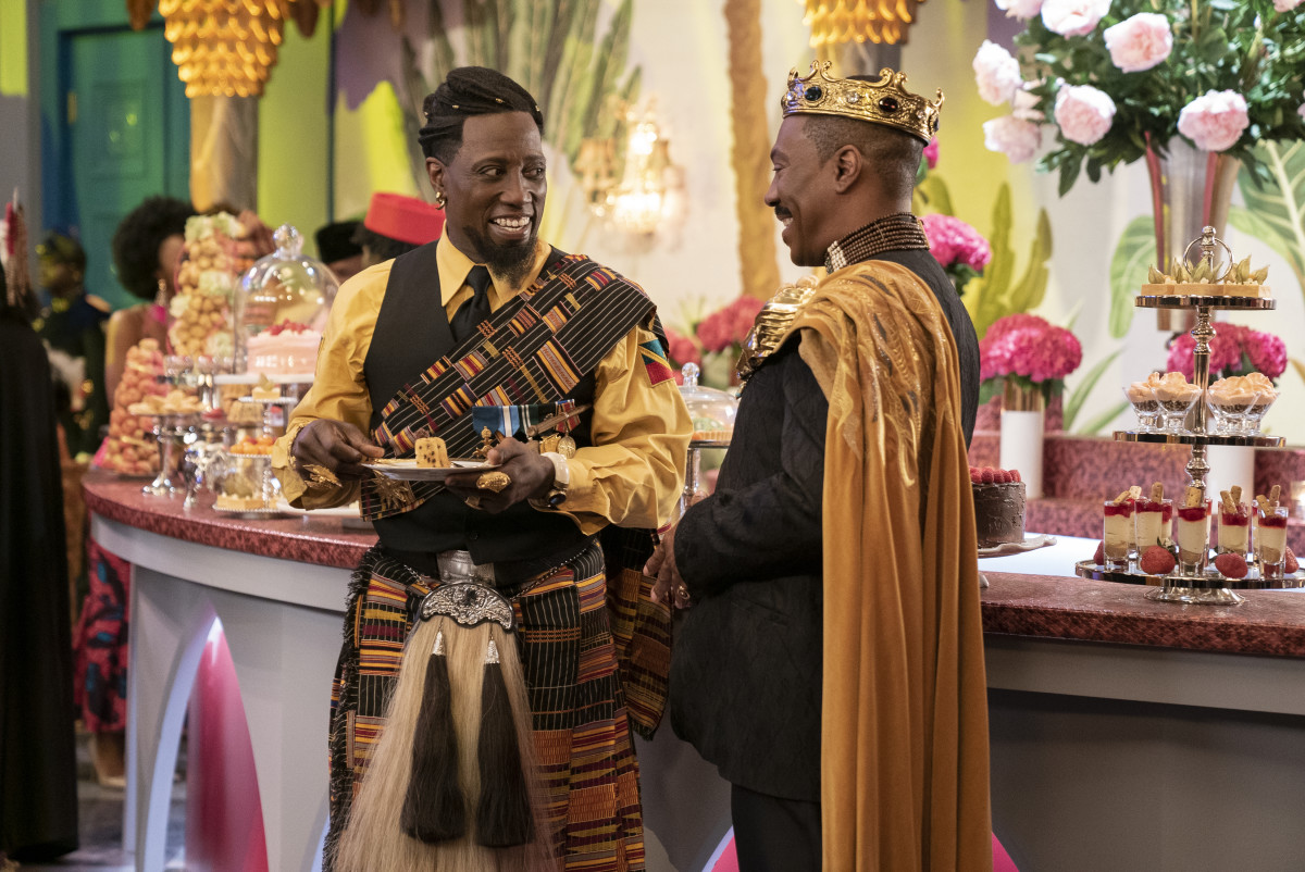 General Izzi (Wesley Snipes) and King Akeem catch up at the buffet.