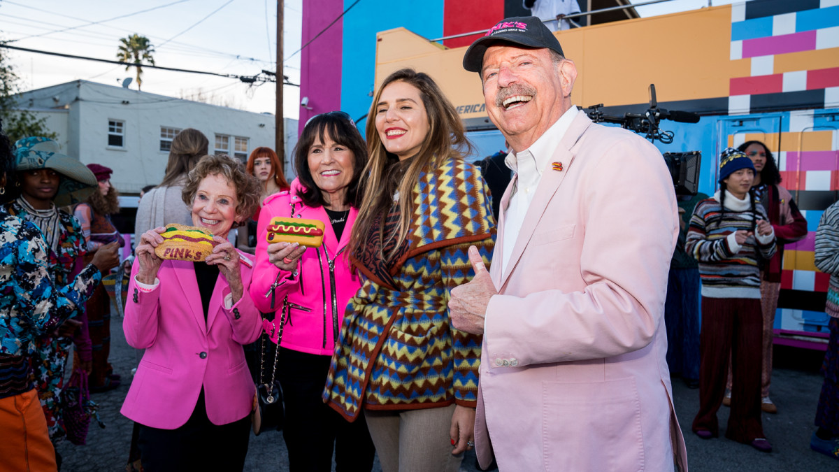 Margherita Missoni with the founders of Pink's Hot Dogs.