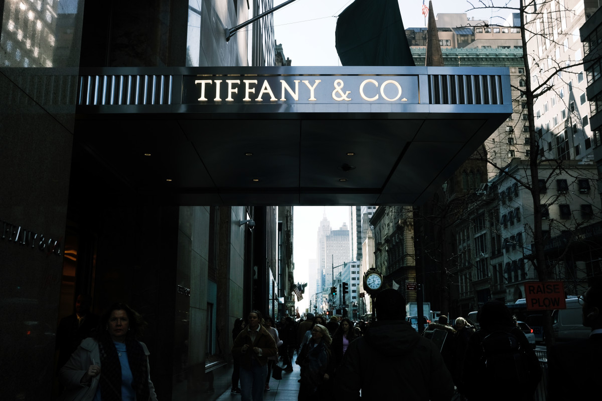 Tiffany und Co. Store Sign