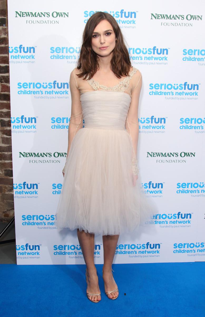 A última aparição pública do vestido de casamento de Keira Knightley na Chanel na SeriousFun London Gala em dezembro de 2013.